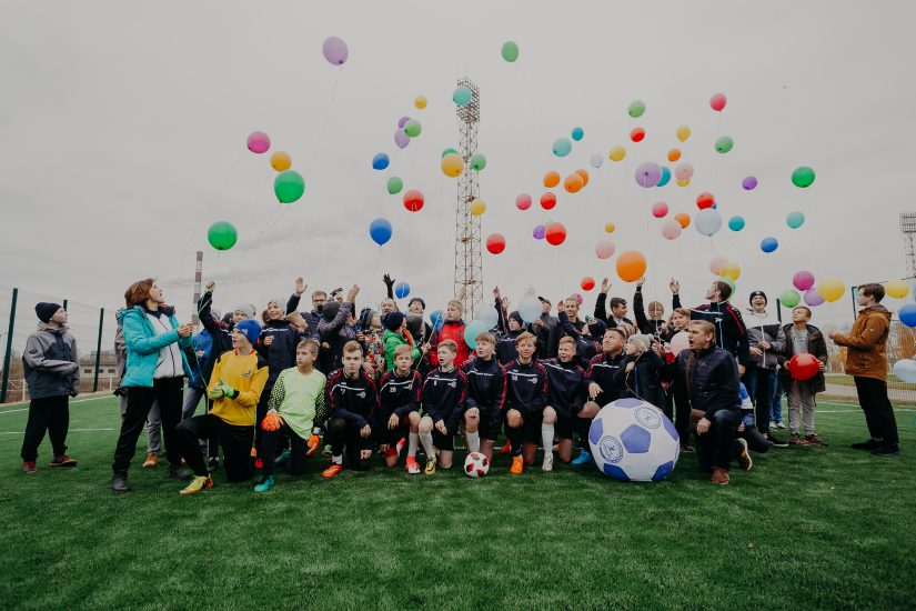 «НОВАТЭК» подарил волгореченским школьникам футбольную площадку