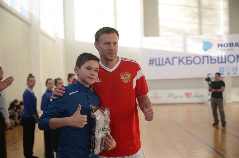 Звездный футболист заставил костромских спортсменов сильно попотеть