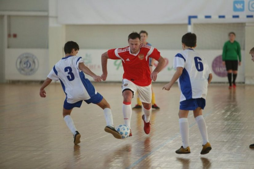 Юные костромские футболисты получили кубки «НОВАТЭК» из рук легендарного Андрея Каряки