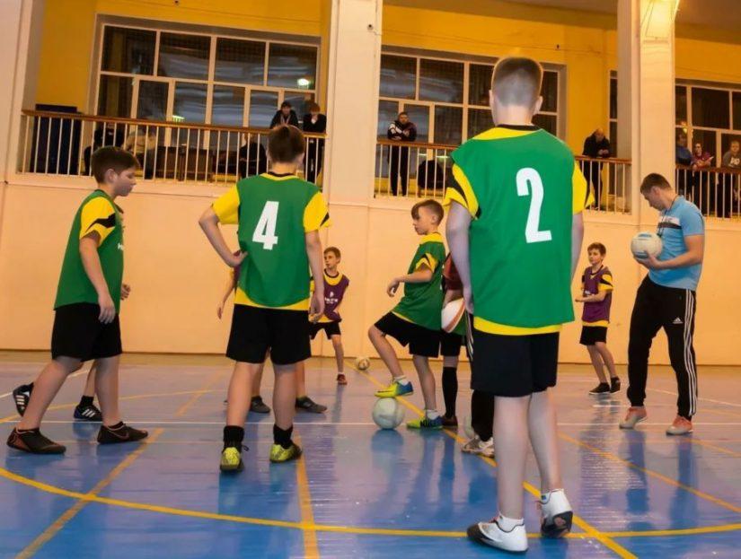 Урок для костромских физруков: компания «НОВАТЭК» устроила мастер-класс по мини-футболу