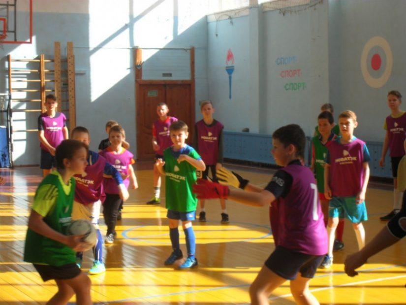 Шаг к большому футболу: компания «НОВАТЭК – Кострома» проводит для школьников в глубинке спортивные мастер-классы