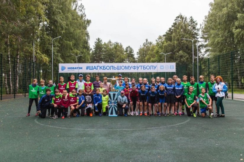 В футболе не только мальчики: компания «НОВАТЭК-Кострома» подарила праздник костромским школьникам