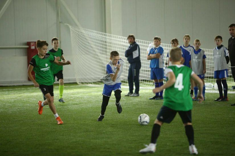 24 октября состоялись полуфинальные игры соревнований по мини-футболу на Кубок «НОВАТЭК»-Шаг к большому футболу!» среди команд города Костромы.